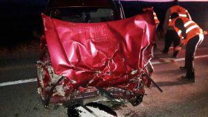 <p>Sungurlu'da meydana gelen trafik kazasında 2 kişi yaralandı. Edinilen bilgilere göre kaza Sungurlu-Kırıkkale karayolunun 9. kilometresinde meydana geldi. Kırıkkale'den Sungurlu istikametine seyir halinde olan C.B. (38) yönetiminde ki otomobil, sürücüsünün direksiyon hakimiyetini kaybetmesi sonucu yolun sol tarafında bulunan refüje çarptı. Meydana gelen kazada otomobilde yolcu olarak bulunan F.B. (49) ve H.B. (48) yaralandı. Yaralılar kaza yerine çağrılan ambulansla Sungurlu Devlet Hastanesi'ne kaldırılarak tedavi altına alındı. Kazayla ilgili soruşturma başlatıldı.</p> | Sungurlu Haber