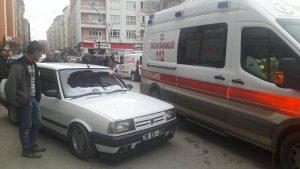 Çorum'un Sungurlu ilçesinde meydana gelen trafik kazasında bir kişi yaralandı. Edinilen bilgilere göre kaza Muhsin Yazıcıoğlu Caddesinde meydana geldi. Hamza D. (23) yönetimindeki 19 ES 206 plakalı otomobil, karşıdan karşıya geçmeye çalışan Resul Taşkın'a (61) çarptı. Çarpmanın etkisiyle yere düşen yaşlı adam olay yerine çağrılan ambulansla Sungurlu Devlet Hastanesi'ne, burada yapılan ilk müdahalenin ardında da Çorum Erol Olçok Eğitim ve Araştırma Hastanesi'ne sevk edildi. Kazayla ilgili soruşturma başlatıldı. | Sungurlu Haber