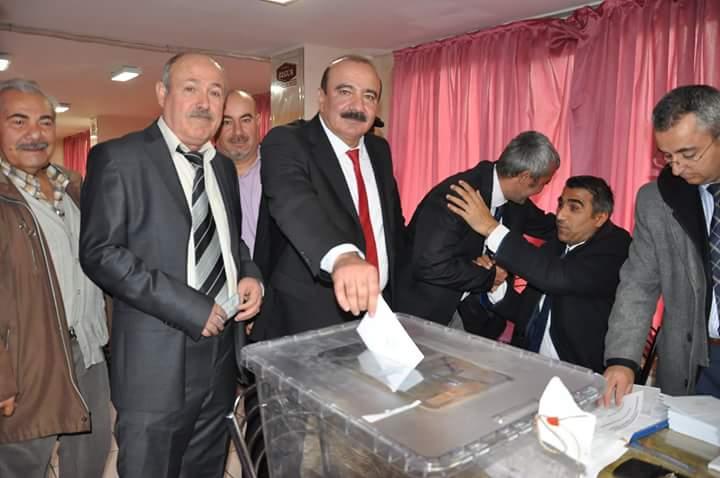 Cumhuriyet Halk Partisi (CHP) Sungurlu İlçe Başkanlığı olağan kongresinde mevcut ilçe başkanı Ali Erayhan güven tazeledi. | Sungurlu Haber