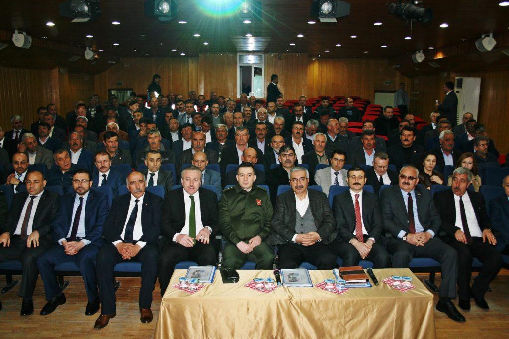 Çorum Valisi Necmeddin Kılıç, Sungurlu'da daire müdürleri ve muhtarlarla toplantı yaptı. | Sungurlu Haber