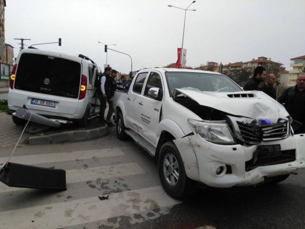 Taş Köprü Kavşağı'nda kaza : 5 yaralı » kaza, sungurlu, taşköprü