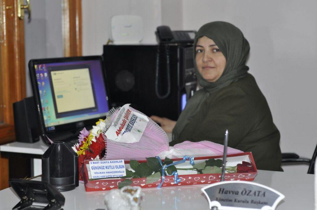 Özata, 8 Mart Dünya Kadınlar Gününü kutlayan Sungurlu Belediye Başkanı Abdulkadir Şahiner'e teşekkür etti.   Sungurlu Haber