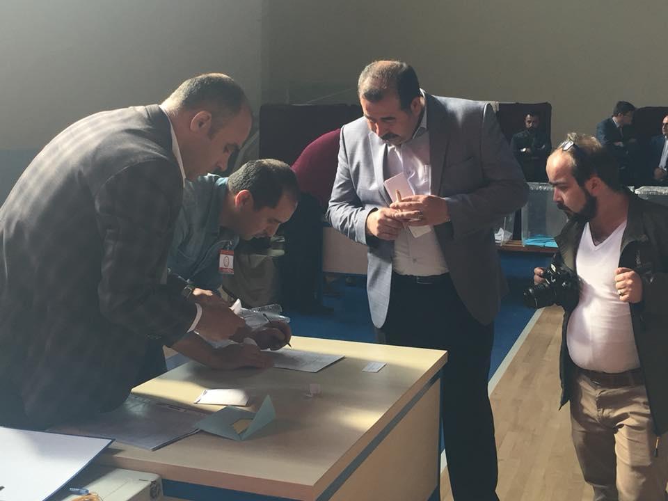 480 üyenin bulunduğu Ticaret ve Sanayi Odası Meslek Komitesi ve Meclis üyesi seçimleri Mahmut Atalay Spor Salonu'nda yapıldı. Kurulan 12 sandıkta, 24 Meclis üyesinin seçimi için oy kullanıldı. | Sungurlu Haber