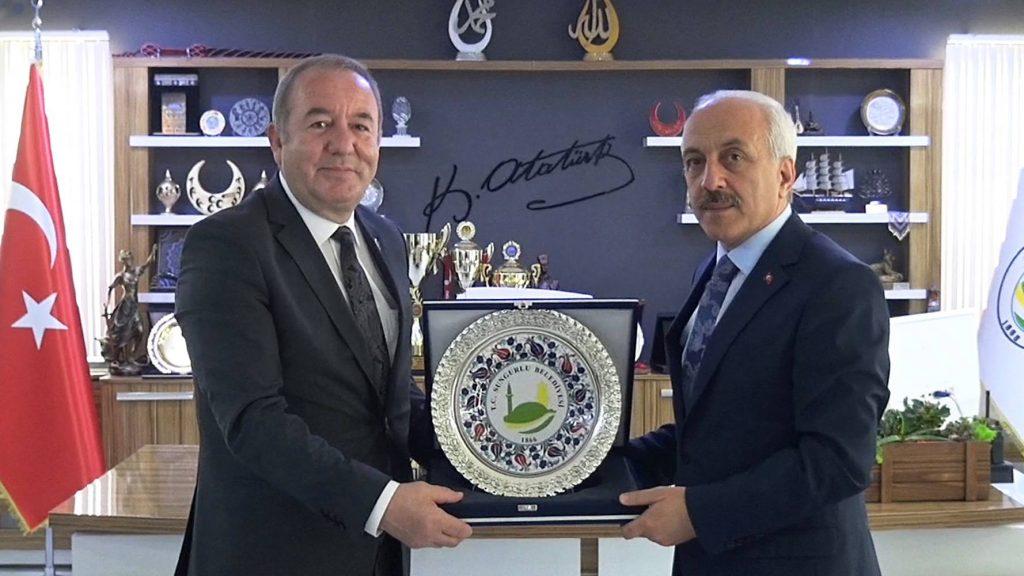 Çorum Belediye Başkanı Zeki Gül, Sungurlu Belediye Başkanı Abdulkadir Şahiner'e nezaket ziyaretinde bulundu.   Sungurlu Haber