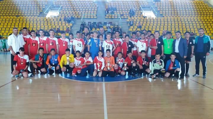 Okul Sporları faaliyet programı kapsamında Sungurlu'da düzenlenen Yıldız Kızlar, Yıldız Erkekler ve Genç Erkekler 2. Küme Futsal İlçe Birinciliği müsabakaları sona erdi. | Sungurlu Haber