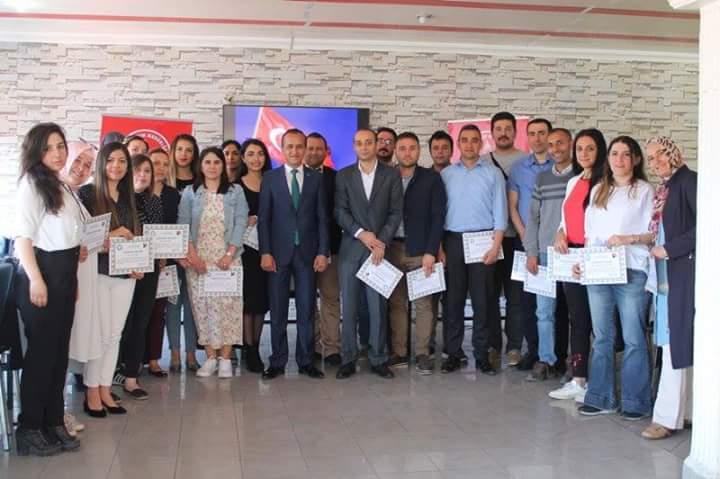 Sungurlu İlçe Milli Eğitim Müdürü Mustafa Eryiğit, TUBİTAK 4006 Bilim Fuarları kapsamında programa katılma hakkı kazanan 23 okulumuzun proje ekibiyle Öğretmen evinde sabah kahvaltısında bir araya geldi. | Sungurlu Haber