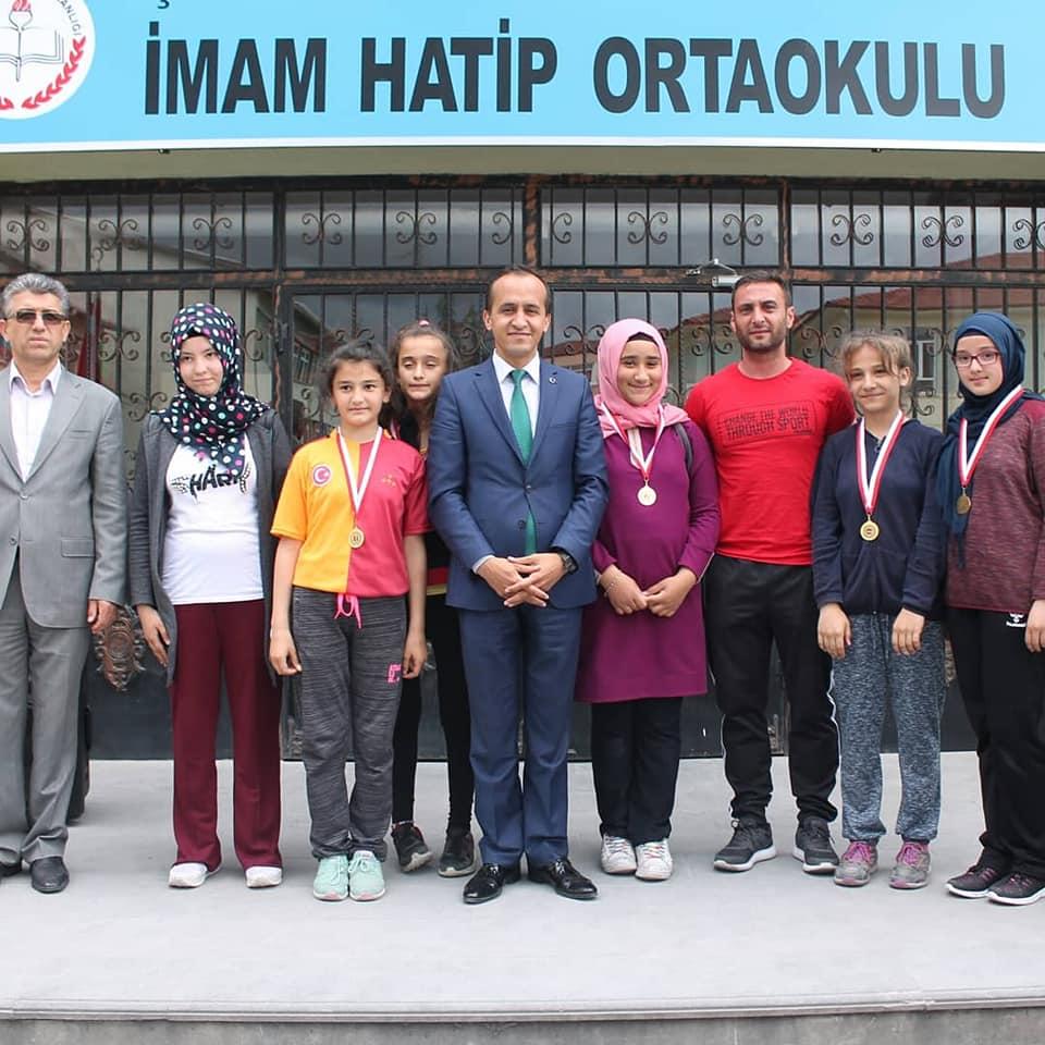 Sungurlu Milli Eğitim Müdürü Mustafa Eryiğit, Sungurlu İmam Hatip Ortaokulu'nu ziyaret etti. | Sungurlu Haber