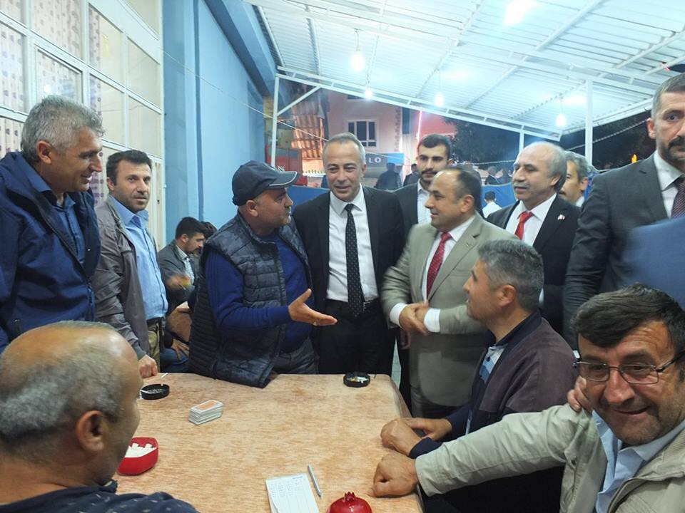 Milliyetçi Hareket Partisi (MHP) Çorum Milletvekili Adayları seçim çalışmaları kapsamında Sungurlu'da esnafı ziyaret ederek 'Cumhur İttifakı'na destek istedi. | Sungurlu Haber