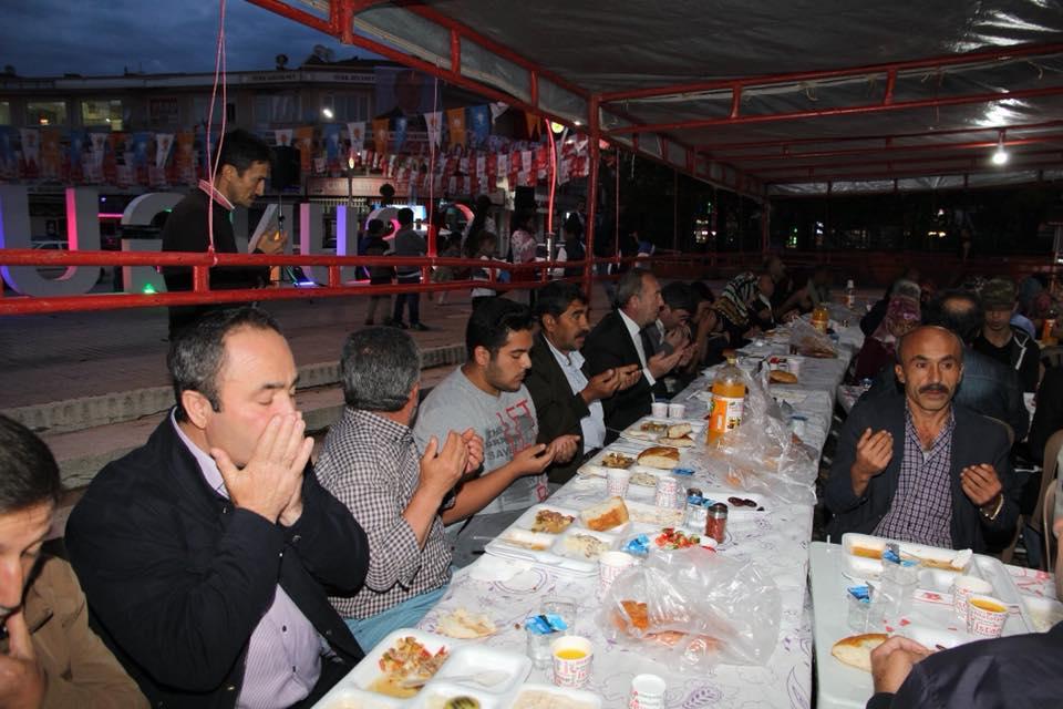 Sungurlu Belediye Başkanı Abdulkadir Şahiner eski Belediye personeliyle iftarda bir araya geldi | Sungurlu Haber