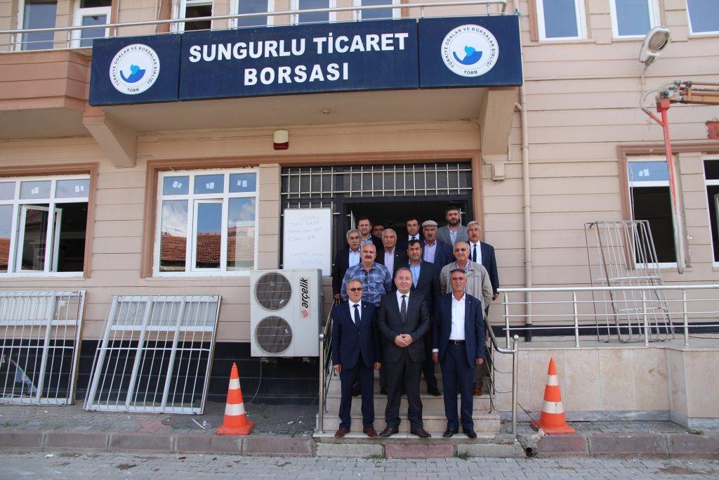 Sungurlu Belediye Başkanı Abdulkadir Şahiner,Ticaret Borsası Başkanı Mustafa Kürbüz' e hayırlı olsun ziyaretinde bulundu. | Sungurlu Haber