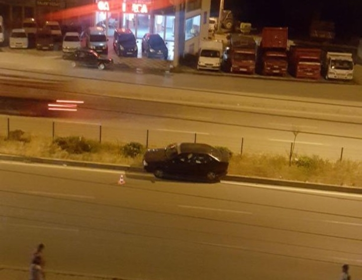Otomobil Üst Geçide Çarparak Durabildi : 2 Yaralı | Sungurlu Haber