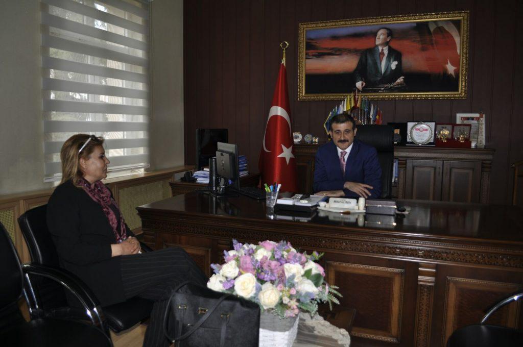 Aday adaylık başvurusunun ardından yoğun bir tempoda çalışmalarını sürdüren milletvekili aday adayı Döndü Akkaşoğlu, bir yandan da destek ziyaretlerine devam ediyor. | Sungurlu Haber