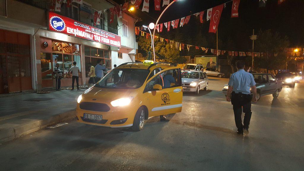 Sungurlu İlçe Emniyet Müdürlüğü'ne bağlı polis ekipleri Bayram öncesi ilçede güven ve huzur uygulaması yaptı.   Sungurlu Haber