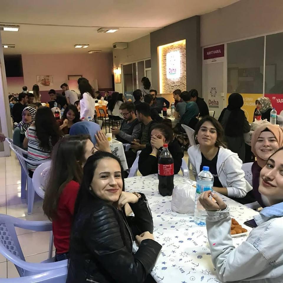 Mübarek Ramazan Ayı devam ederken, iftar buluşmaları ve programları da devam ediyor. | Sungurlu Haber