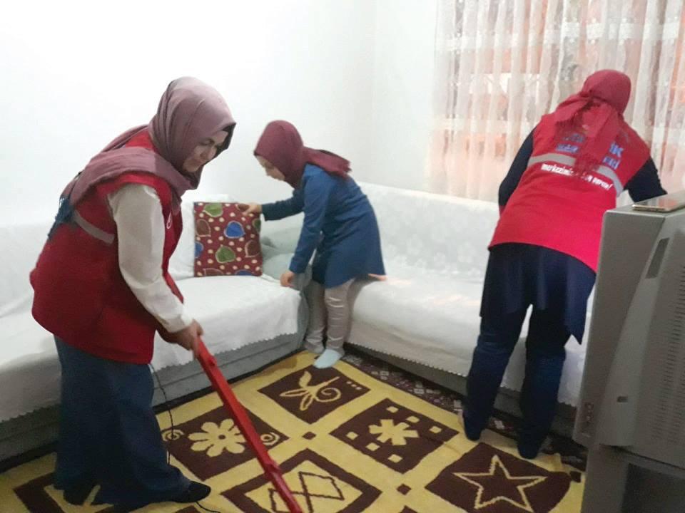 Sungurlu Gençlik Merkezi Personeli Gönüllü Gençler tarafından iftar da ilçe sakinlerinden Yemen teyzenin evine konuk oldu.   Sungurlu Haber