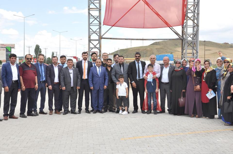 Milliyetçi Hareket Partisi (MHP) Genel Başkanı Devlet Bahçeli, Samsun'a giderken Sungurlu'da mola verdi. | Sungurlu Haber