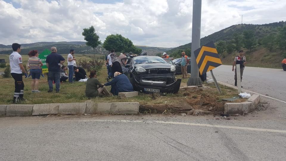 Sungurlu'da meydana gelen trafik kazasında 3'ü çocuk 9 kişi yaralandı.   Sungurlu Haber