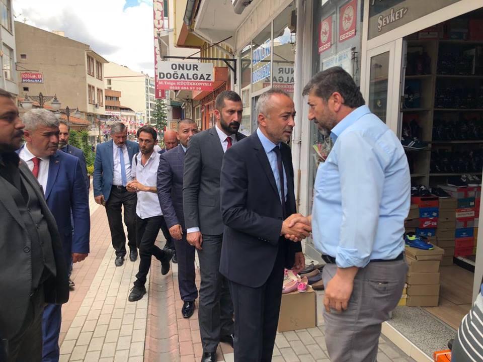 Milliyetçi Hareket Partisi Çorum Milletvekili Adayı Mehmet Akif Aras, seçim çalışmalarına Sungurlu'da devam etti. | Sungurlu Haber