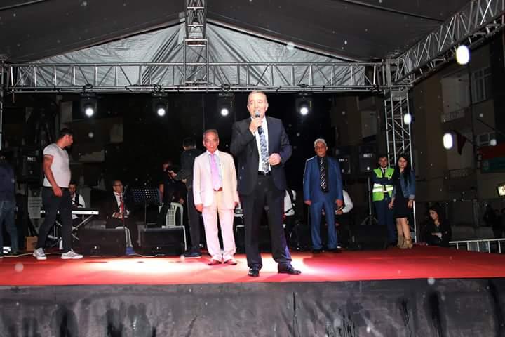 Sungurlu Belediyesi tarafından düzenlenen 'Bayram Şenliği' Konseri, hava şartlarının elverişsiz olmasına rağmen gerçekleştirildi. | Sungurlu Haber