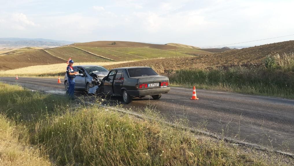 Sungurlu'da 3 aracın karıştığı zincirleme trafik kazasında 3'ü çocuk 8 kişi yaralandı. | Sungurlu Haber
