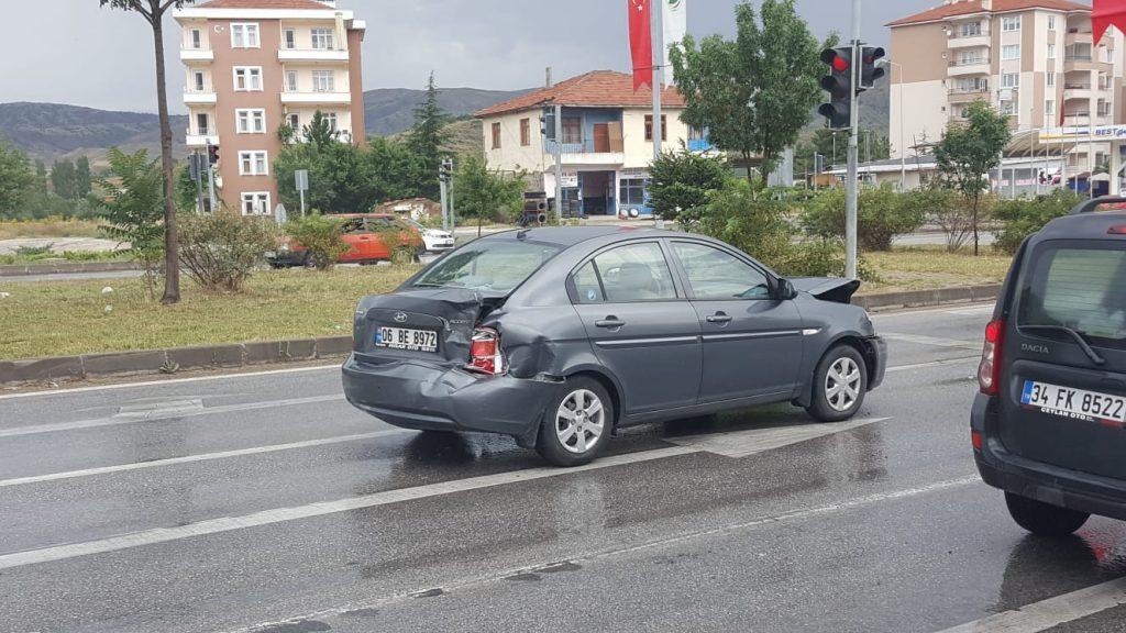 Sungurlu'da meydana gelen zincirleme trafik kazasında 1 kişi yaralandı. | Sungurlu Haber