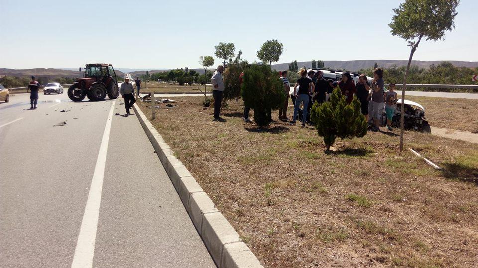 Otomobil Traktör İle Çarpıştı : 1 Yaralı | Sungurlu Haber