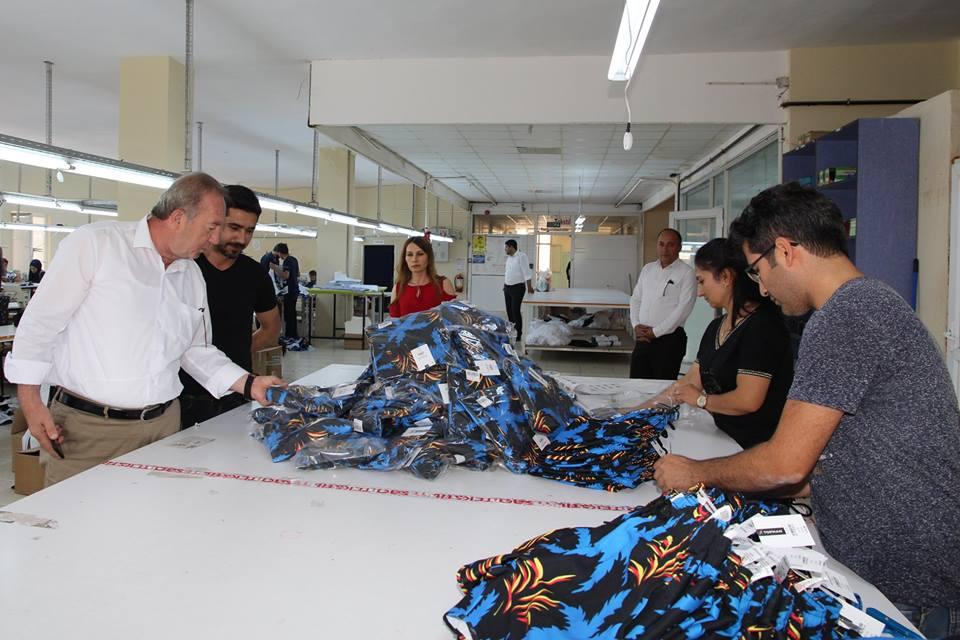 Sungurlu Belediye Başkanı Abdulkadir Şahiner ilçede faaliyet gösteren tekstil firmasını ziyaret etti. | Sungurlu Haber