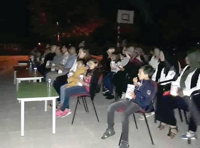 Sungurlu ilçe Milli Eğitim Müdürlüğü tarafından başlatılan proje kapsamında ilçe merkezi ve köylerde yaz akşamlarında açık hava sineması etkinliği düzenleniyor. | Sungurlu Haber
