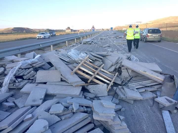 Edinilen bilgilere göre kaza Sungurlu-Kırıkkale karayolunun 17. kilometresinde meydana geldi. | Sungurlu Haber