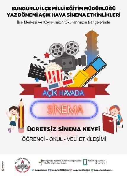 Sungurlu İlçe Milli Eğitim Müdürlüğü ilçe merkezinde ve köylerdeki okulların bahçelerinde yaz tatilinde açık hava sineması etkinliği düzenliyor. Öğrenciler ve veliler yaz aylarında da okullardan uzak kalmayacak. | Sungurlu Haber