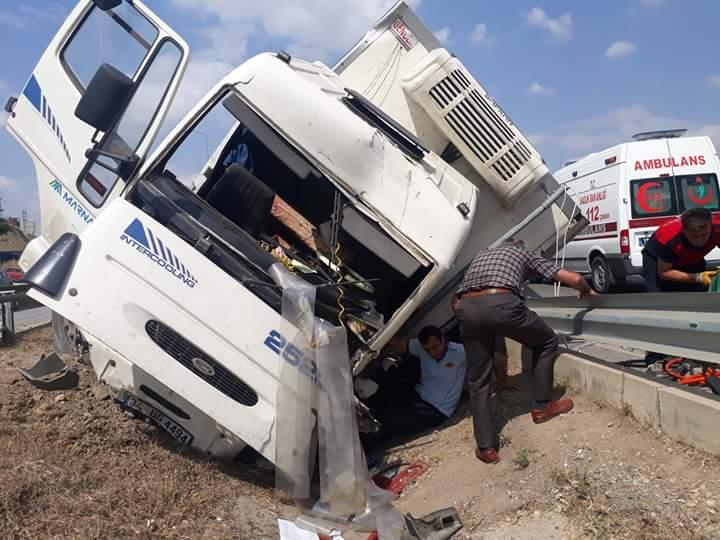 Sungurlu'da meydana gelen trafik kazasında 1 kişi yaralandı. Edinilen bilgilere göre kaza Sungurlu-Çorum karayolunun 3. kilometresinde meydana geldi. | Sungurlu Haber