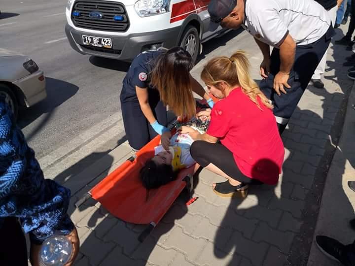 Edinilen bilgiye göre Ankara´ dan Çorum istikametine seyir halinde Hüsamettin Sapanlı idaresindeki 06BC1272 plakalı otomobil, Budaközü Kavşağı'nda Murat K. idaresindeki 19 KY 143 plakalı otomobil ile çarpıştıktan sonra trafik ışıklarına çarparak durabildi. | Sungurlu Haber