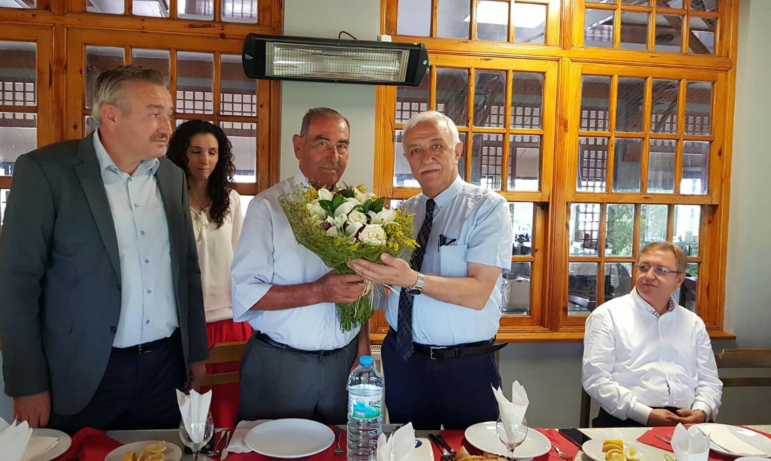 Çorum İl Sağlık Müdürü Uzman Doktor Ömer Sobacı, Sungurlu Devlet Hastanesi'ne yaptığı yardımlardan dolayı hayırsever işadamı Halil Bekmezci'ye teşekkür plaketi verdi.   Sungurlu Haber