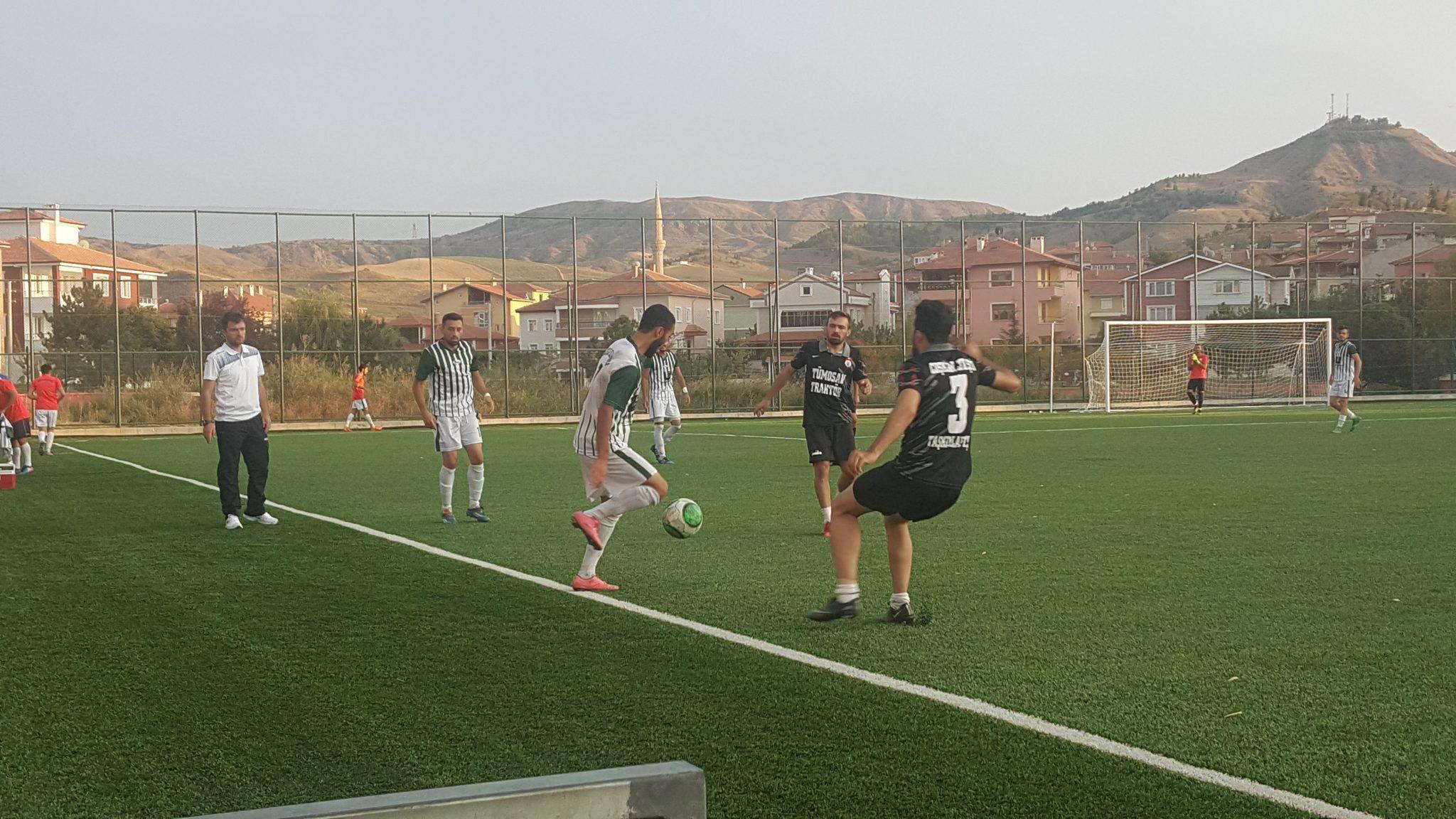 Bu yıl Bölgesel amatör Ligi'nde Çorum'u temsil edecek olan Sungurlu Belediyespor, son hazırlık maçında 1930 Bafraspor'u ağırladı. Karşılaşma 1-1 sona erdi. | Sungurlu Haber