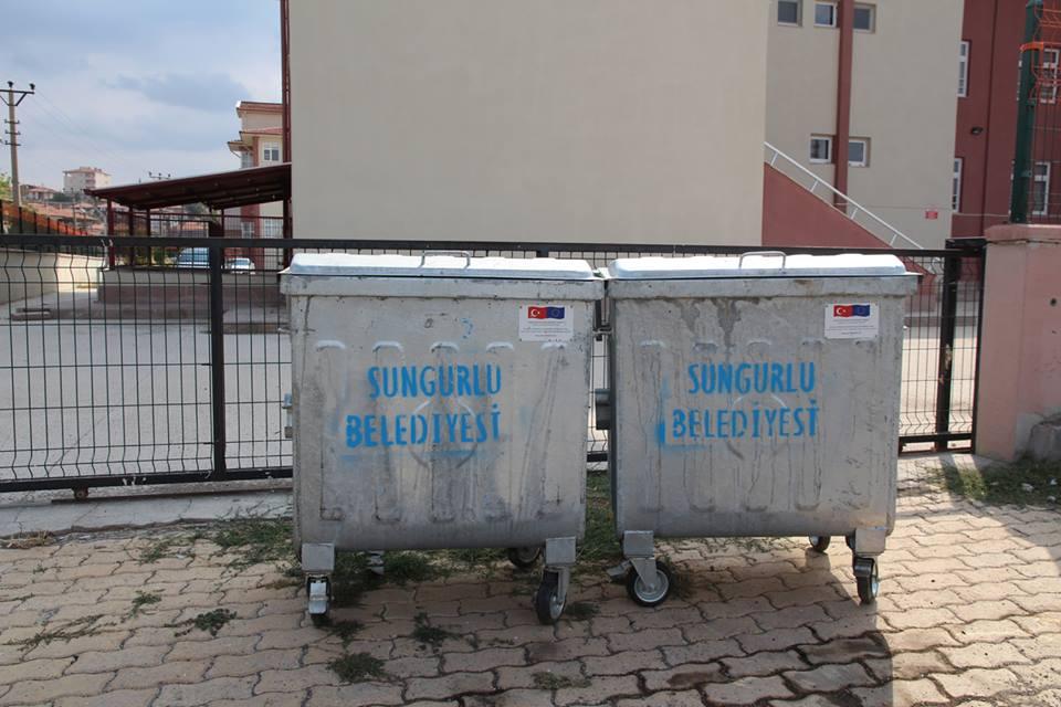 21 milyon Euro'ya mal olan Katı Atık Tesisi ile birlikte Çorum'da çevre temizliğinde yeni bir dönem başlıyor. Cuma gününden itibaren çöpler artık Sungurlu'ya dökülmeyerek, Çorum'a transfer edilecek. | Sungurlu Haber
