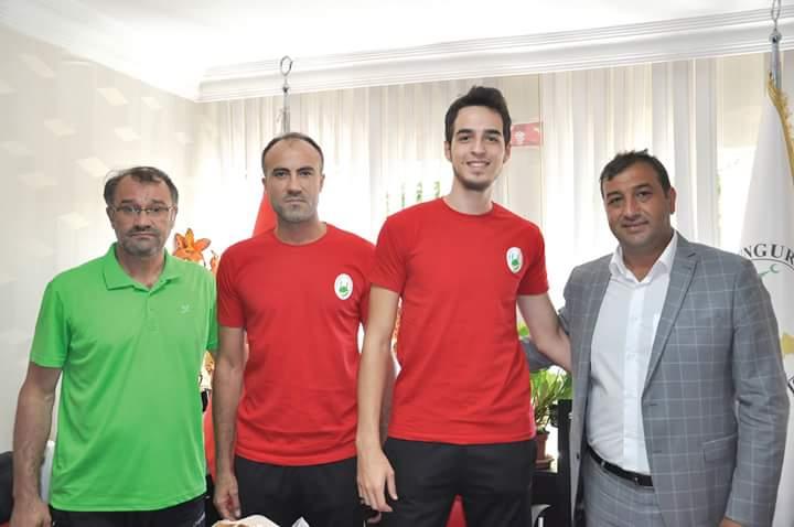 Bu sezon Erkekler Voleybol 1. Liginde mücadele edecek olan Sungurlu Belediyespor 2'si yabancı olmak üzere 4 tecrübeli isimle anlaşma imzaladı. | Sungurlu Haber