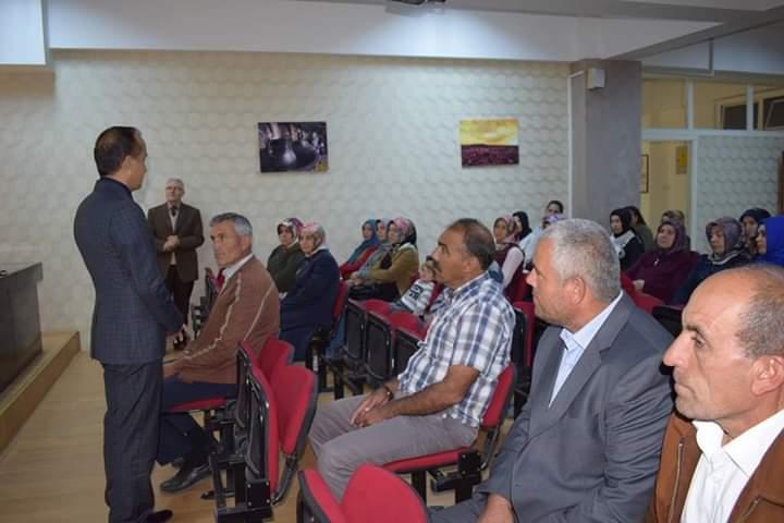 İŞKUR tarafından görevlendirilerek Sungurlu Milli Eğitim Müdürlüğü bünyesinde çalışan tüm okul ve kurum personeline, İş Sağlığı ve Güvenliği Eğitimi semineri verildi. | Sungurlu Haber