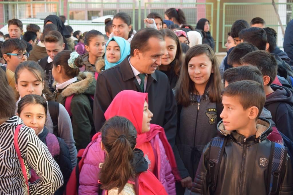 İlçe Milli Eğitim Müdürü Mustafa Eryiğit İsmetpaşa Ortaokulunu ziyaret etti. | Sungurlu Haber