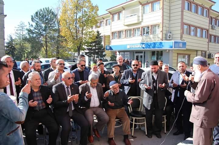 FSM Döner, Sunguroğlu Mahallesi Belediye Karşısı Numara 2 adresinde Sungurluların hizmetine açıldı. FSM Döner işletmecileri, açılışa özel tavuk döner ikramında bulundu. | Sungurlu Haber