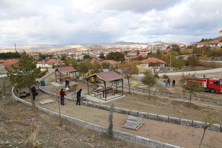 Sungurlu Belediyesi Fen İşleri Müdürlüğü'ne bağlı ekipler, ilçenin farklı noktalarında çalışmalarına aralıksız devam ediyor. | Sungurlu Haber