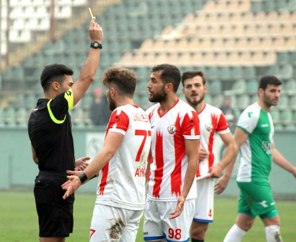 Bölgesel Amatör Lig'de temsilcimiz Sungurlu Belediyespor ilk yarının son maçında grubun şampiyon adaylarından Ünyespor deplasmanında ilk dakikalarda yediği golle 1-0 mağlup olarak devreyi puansız kapattı. Kırmızı Beyazlı temsilcimiz güçlü rakibi önünde verdiği mücadele ile ikinci yarı öncesinde umut verdi. | Sungurlu Haber