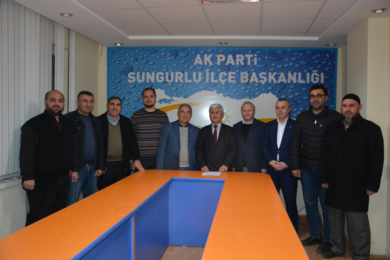 Ak Parti Çorum İl Yönetim Kurulu 30/11/2018 tarihi itibari ile toplanarak, İlçe Başkanı İlyas Özkan'ın İl Başkanlığına 31 Mart 2019 tarihinde yapılacak yerel seçimlere aday adayı olması sebebi ile verdiği dilekçeye istinaden 29/11/2018 tarihinde istifası kabul etti. Tüzük gereği İlçe Başkanlığı görevine Siyasi ve Hukuk İşleri Başkanı Metin Özsarı İlçe Başkanı olarak atandı. | Sungurlu Haber