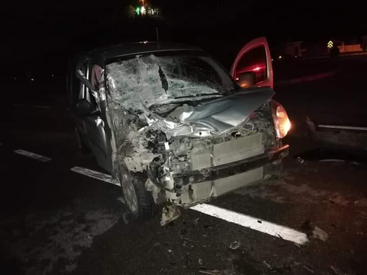 İlçemizde hafif ticari araç kavşaktan dönmeye çalışan kamyonete arkadan çarptı. | Sungurlu Haber