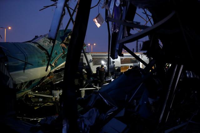 Ankara'dan Konya'ya giden Yüksek Hızlı Tren banliyö treni ile çarpıştı. Kazada 4 kişi hayatını kaybetti, 43 kişi yaralandı. | Sungurlu Haber