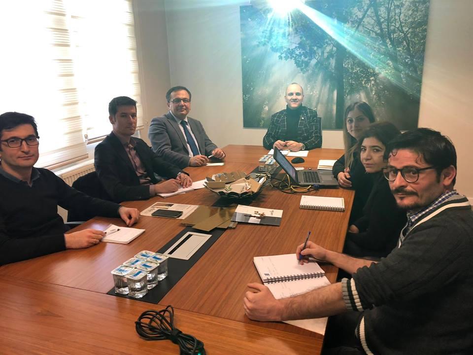 Sungurlu'da faaliyet gösteren Larton Ambalaj firmasında düzenlenen toplantıda, OKA-Orta Karadeniz Kalkınma Ajansı Çorum Yatırım Destek Ofisi uzmanlarınca hedef pazarların geliştirilmesi ve yeni stratejilerin oluşturulması konusunda, firmanın GTİP (Gümrük Tarife İstatistik Pozisyonu) koduna göre oluşturulan farklı senaryolar ele alındı. | Sungurlu Haber