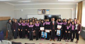 Sungurlu Okuyor Projesi kapsamında ilçe merkezi ve köylerdeki tüm okullarda Ocak ayında en çok kitap okuyan öğrenciler ödüllendirildi. | Sungurlu Haber