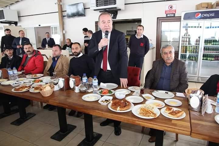 Sungurlu Belediye Başkanı ve İYİ Parti Belediye Başkan Adayı Abdulkadir Şahiner, İYİ Parti Gençlik Kollarıyla mesire kafede kahvaltıda buluştu. | Sungurlu Haber
