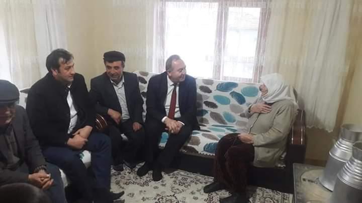 Sungurlu'da yaşan 103 yaşındaki asırlık Nimet Şenoğulları'na Sungurlu Belediye Başkanı ve İYİ Parti Belediye Başkan Adayı Abdulkadir Şahiner doğum günü sürprizi yaptı. | Sungurlu Haber