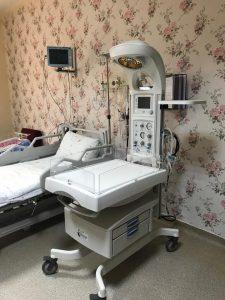 Sungurlulu Hayırsever iş adamı Haydar Ali Öztaş tarafından Sungurlu Devlet Hastanesi Doğum Ünitesine 1 adet radyan ısıtıcılı resüssitatör (canlandırma) cihazı bağışladı. | Sungurlu Haber