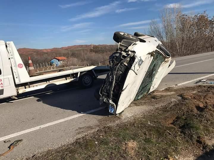 Sungurlu'da meydana gelen kazada ölen yada yaralanan olmazken, araç hurdaya döndü. | Sungurlu Haber